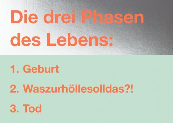 Postkarte: Die drei Phasen des Lebens: 1. Geburt, 2. Waszurhöllesolldas?!, 3. Tod