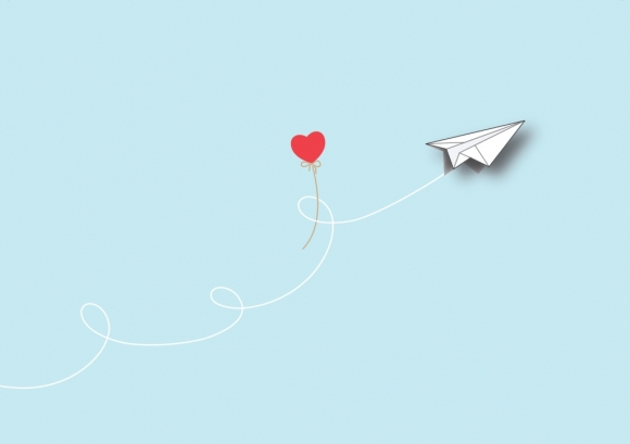 Postkarte: Papierflieger mit Herz!