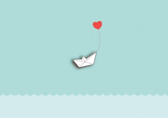 Postkarte: Papierboot mit Herz!