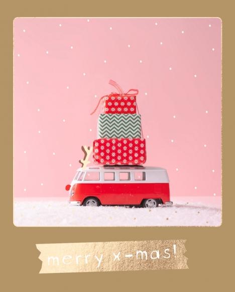 Postkarte: Transporter mit Geschenken - merry x-mas
